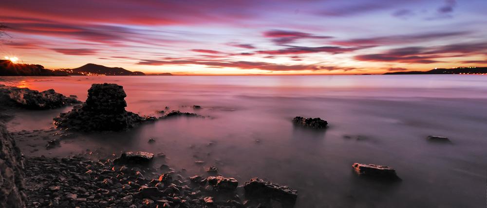 http://laurentkbaier.free.fr/pictpub/concours/sunset7%20pano%20bis.jpg